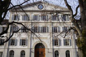 Zuercher Obergericht am Dienstag, 24. Maerz 2015. Am 28. August 2013 sprach das Bezirksgericht Winterthur jenen Mann des Mordes schuldig, der im Winterthurer Hotel Krone seinen 5-jaehrigen Sohn getoetet hat. Das Gericht verhaengte eine Freiheitsstrafe von 18 Jahren. Der Taeter versucht in der Berufungsverhandlung vor dem Obergericht eine mildere Strafe zu erreichen. Er macht eine mittel bis schwer verminderte Schuldfaehigkeit geltend. Die Anklage verlangt erneut die Verwahrung. (KEYSTONE/Walter Bieri)